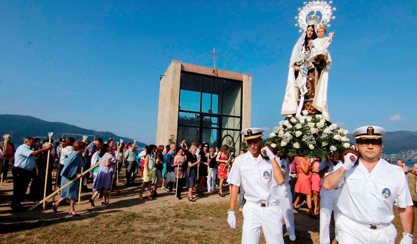 """La Virgen del Carmen de Cesantes regresa a """"su iglesia"""""""