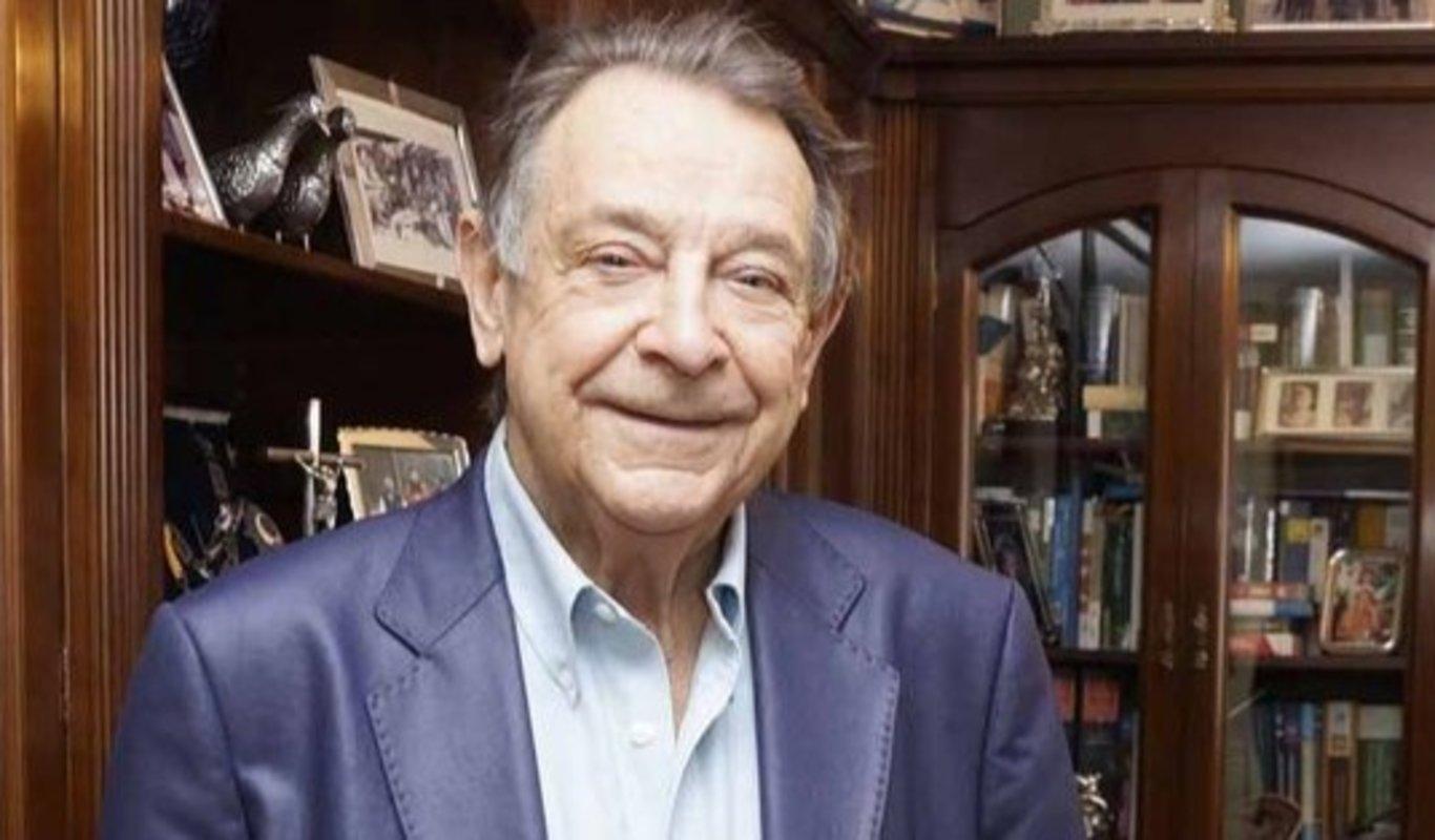 Carlos Mantilla en el despacho de su empresa en Vigo.