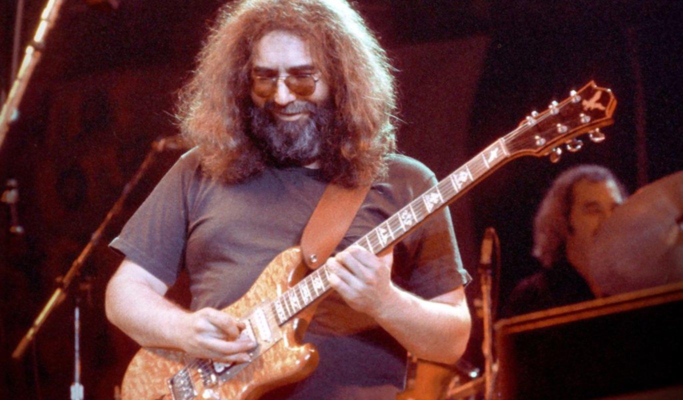 Jerry Garcia durante un concierto del grupo Grateful Dead en 1970.
