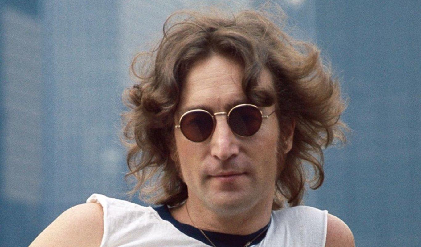 El artista británico John Lennon.