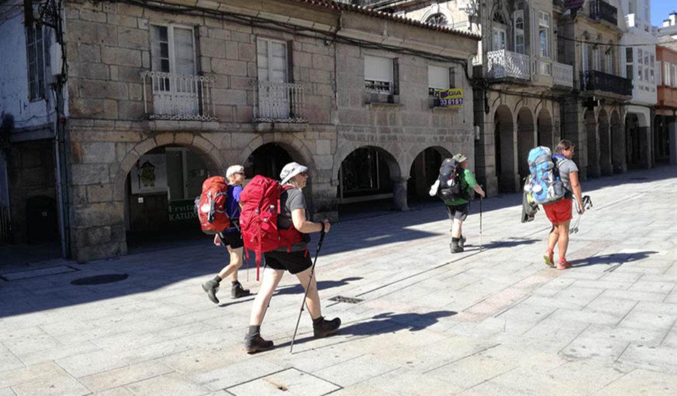 Peregrinos por el Camino de Santiago a su paso por el Concello de O Porriño
