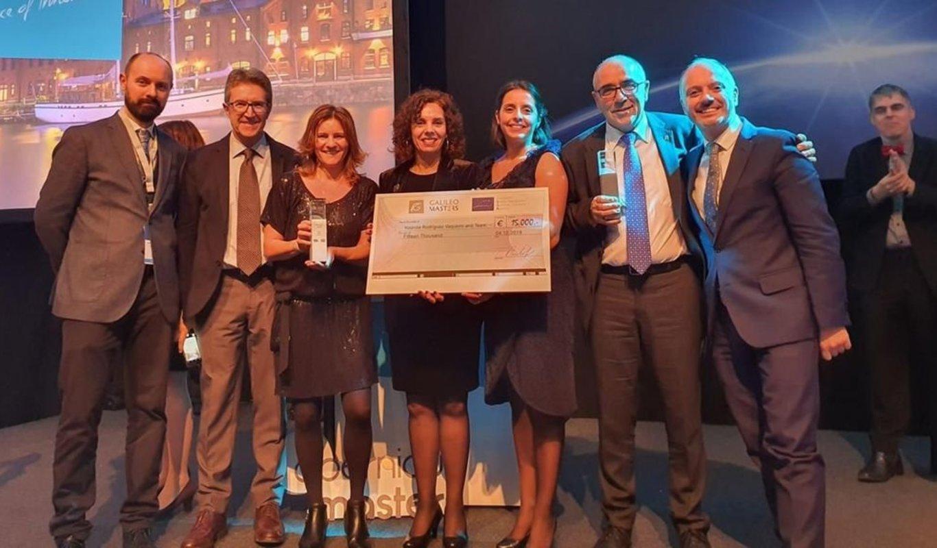 Antonio Pino, Fernando Las Heras, Yolanda Rodríguez, David Regades y María Consuelo Pérez, recogiendo el premio.