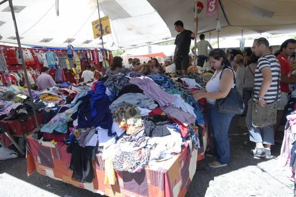 La crisis obliga a muchos vigueses a comprar ropa y comida en portugal vigo atl ntico diario - Comprar ropa en portugal ...