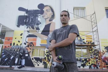 Vecinos y hosteleros cambian la cara del barrio con graffitis , Vigo , Atlántico Diario