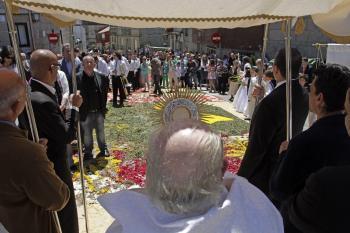 Solemnidad sobre alfombras florales vigo atl ntico diario - Alfombras en vigo ...