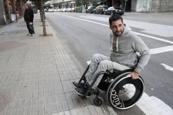 Vigo est llena de barreras para una persona en silla de - Sillas para subir escaleras personas mayores ...