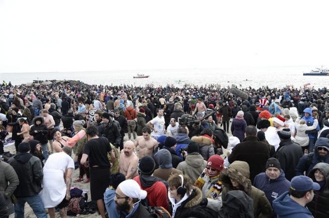Baños Para Nuevo Ano: el Coney Island Polar Bear Club, en un área de Brooklyn, Nueva York