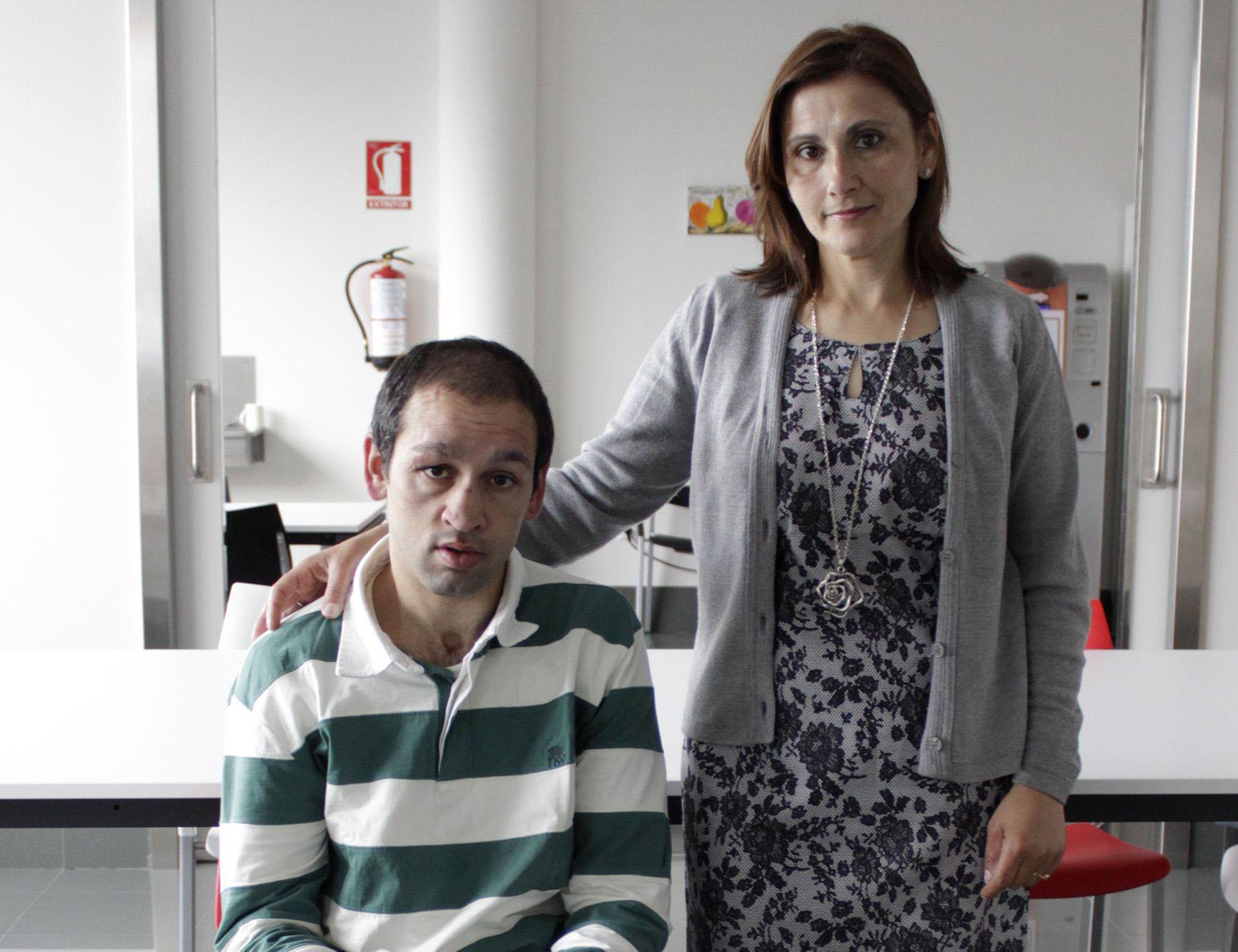 Jonathan y su madre, Gracinda Pampillón, en Alento.