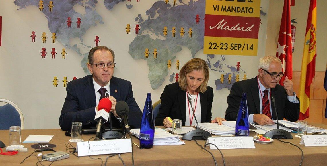 Dizy, con la secretaría general de Emigración Marina del Corral y el director general Miras Portugal.