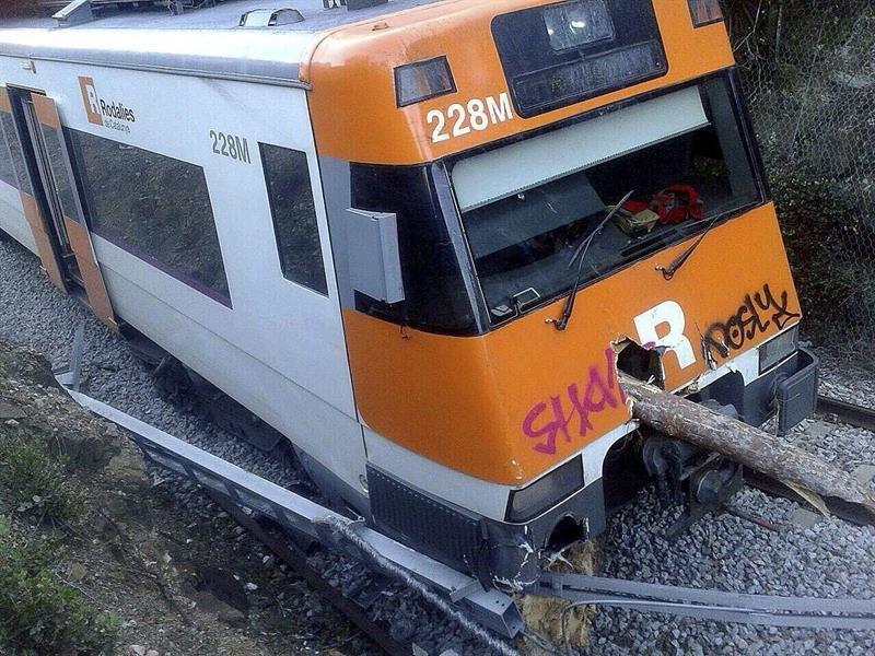 Herido el maquinista de un tren al descarrilar por un - La maquinista metro ...