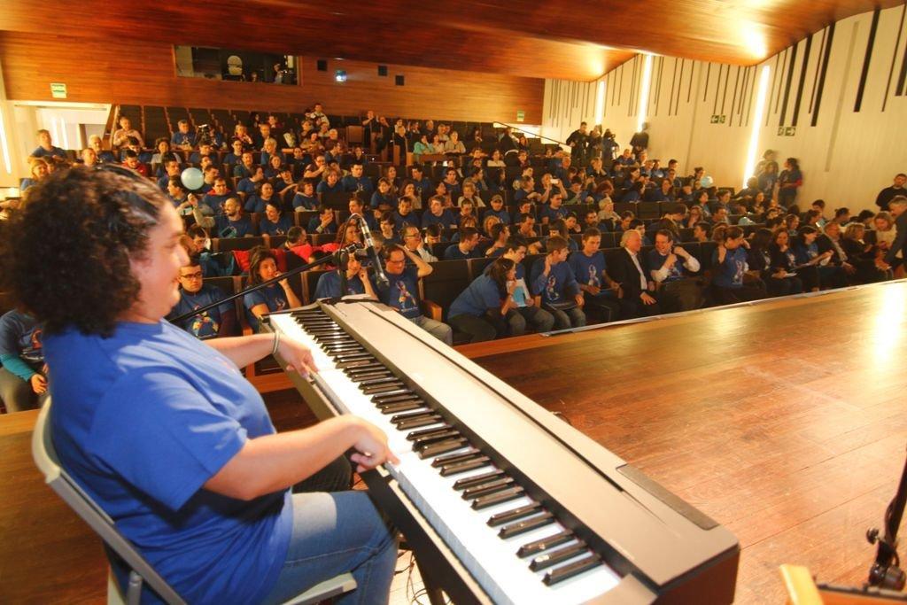 Los usuarios demostraron sus capacidades a la hora de tocar instrumentos en el Auditorio.