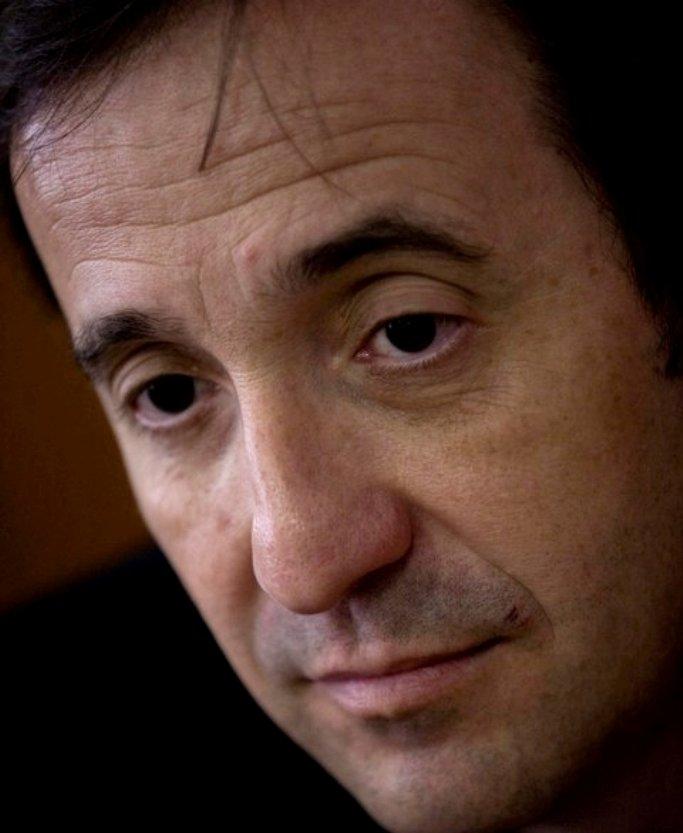 Carlos Fonseca presenta hoy en Vigo el libro.