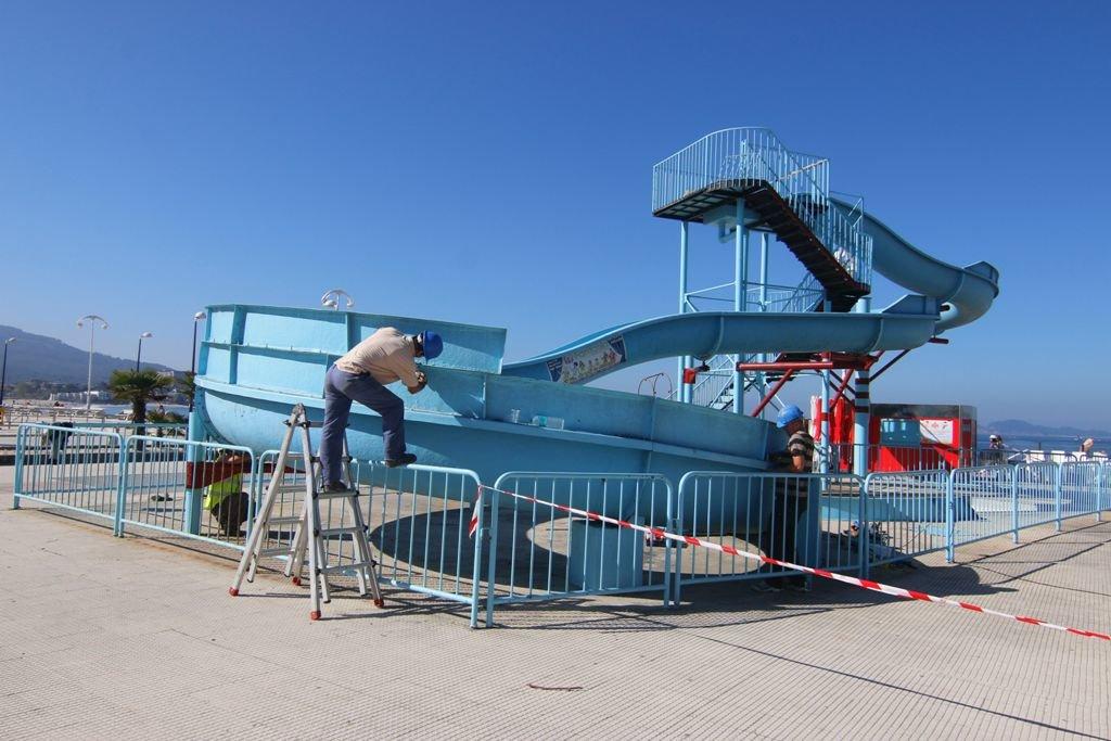 el tobogn de agua ayer en plena operacin de desmontaje