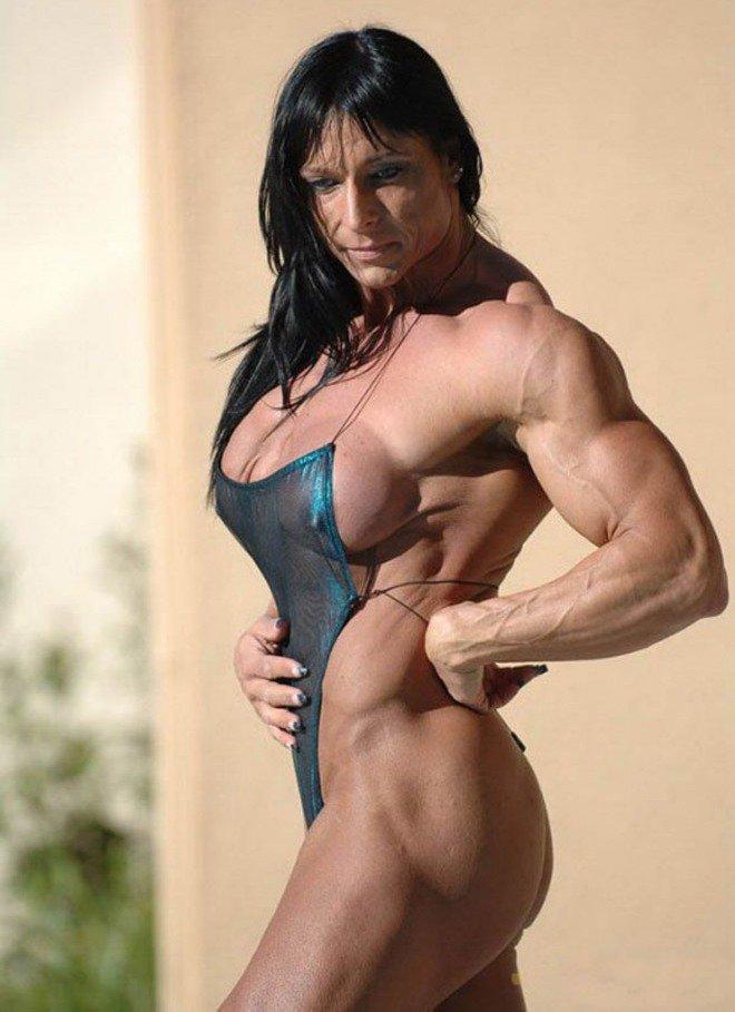 Des bodybuilders dans leur intimit la plus nue, poilue et
