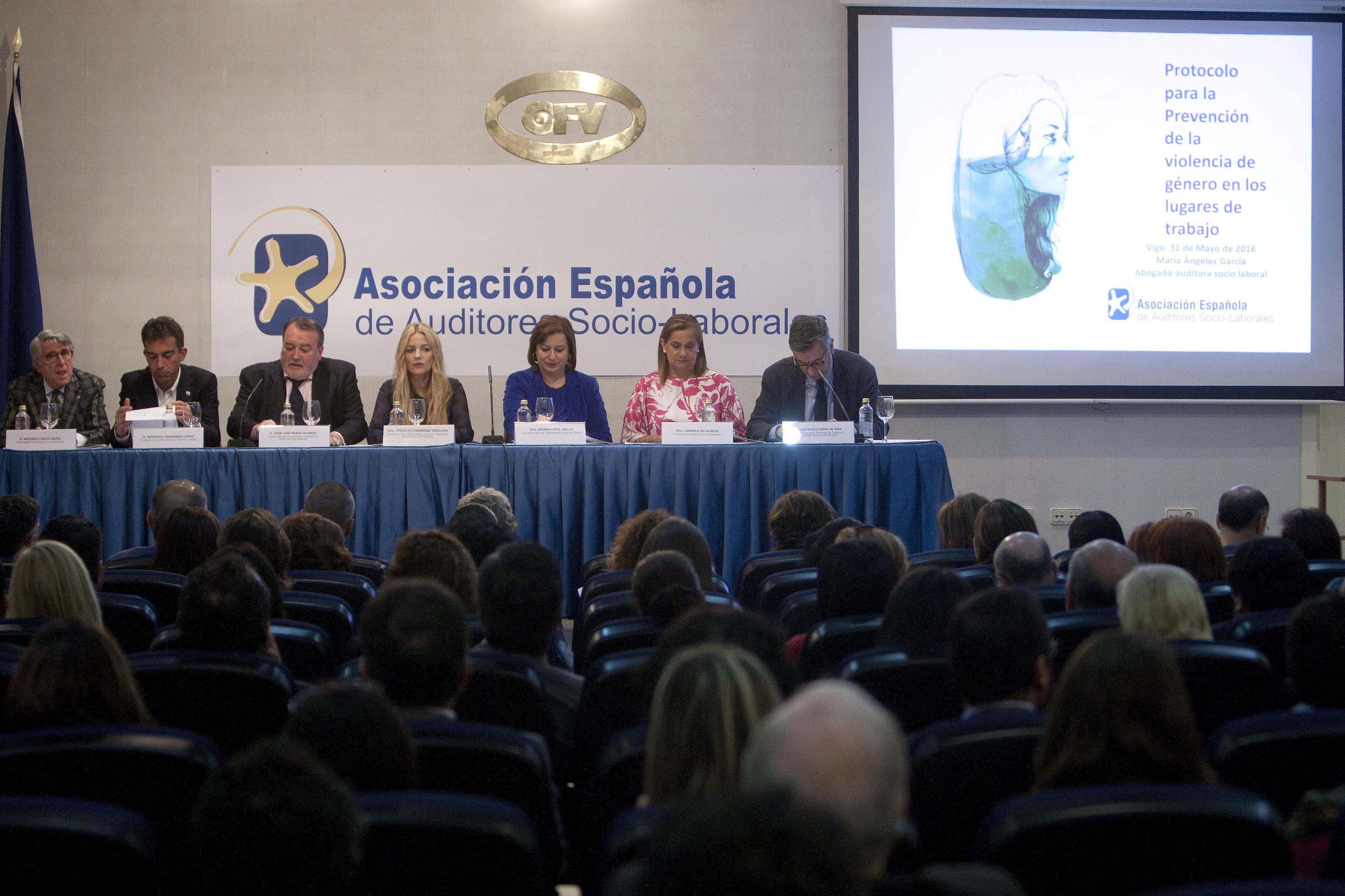 Momento de la presentación, que tuvo lugar ayer en el Club Financiero vigo.