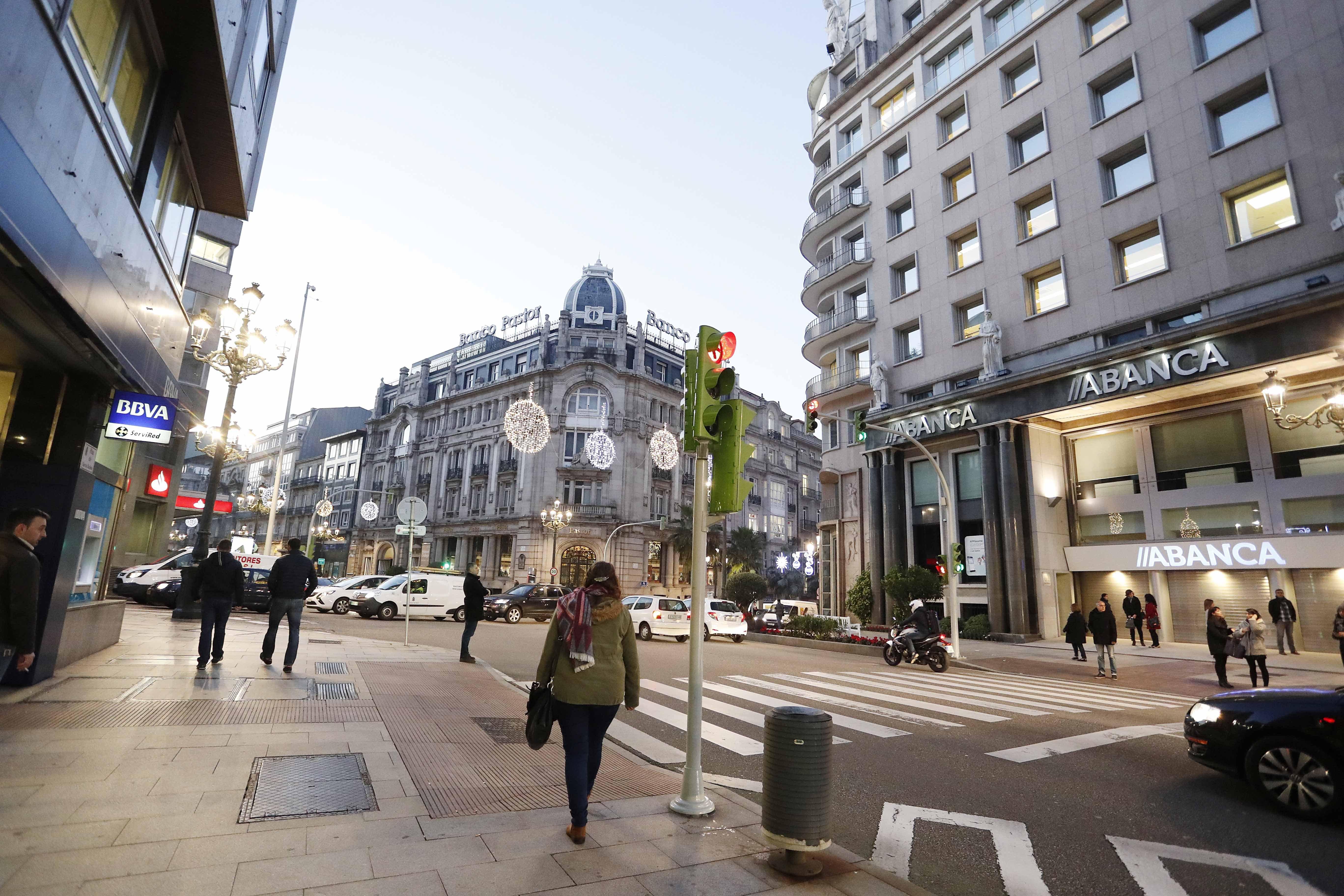 Vigo y provincia pierden en la crisis un tercio de las for Oficinas banco pastor vigo