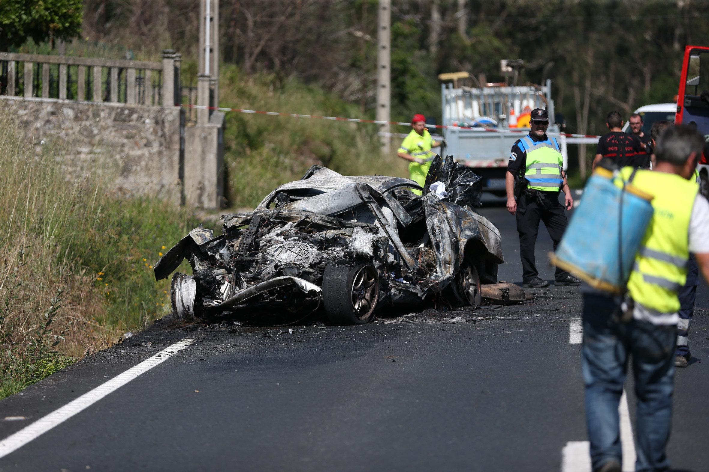 Matrimonio Accidente : Mueren dos personas en un accidente de tráfico rianxo
