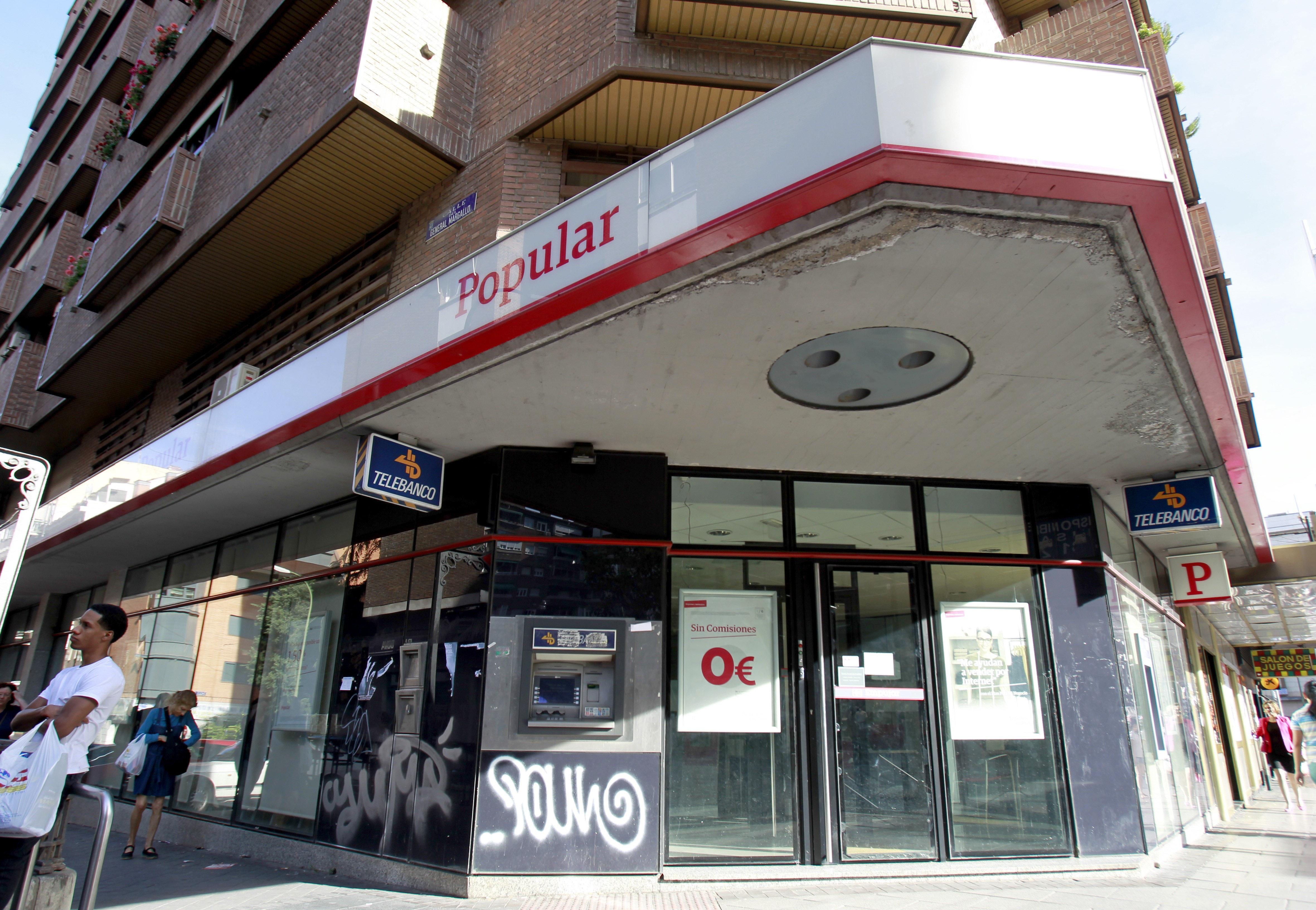 Santander y popular estudian el futuro de miles de empleos for Oficina empleo santander