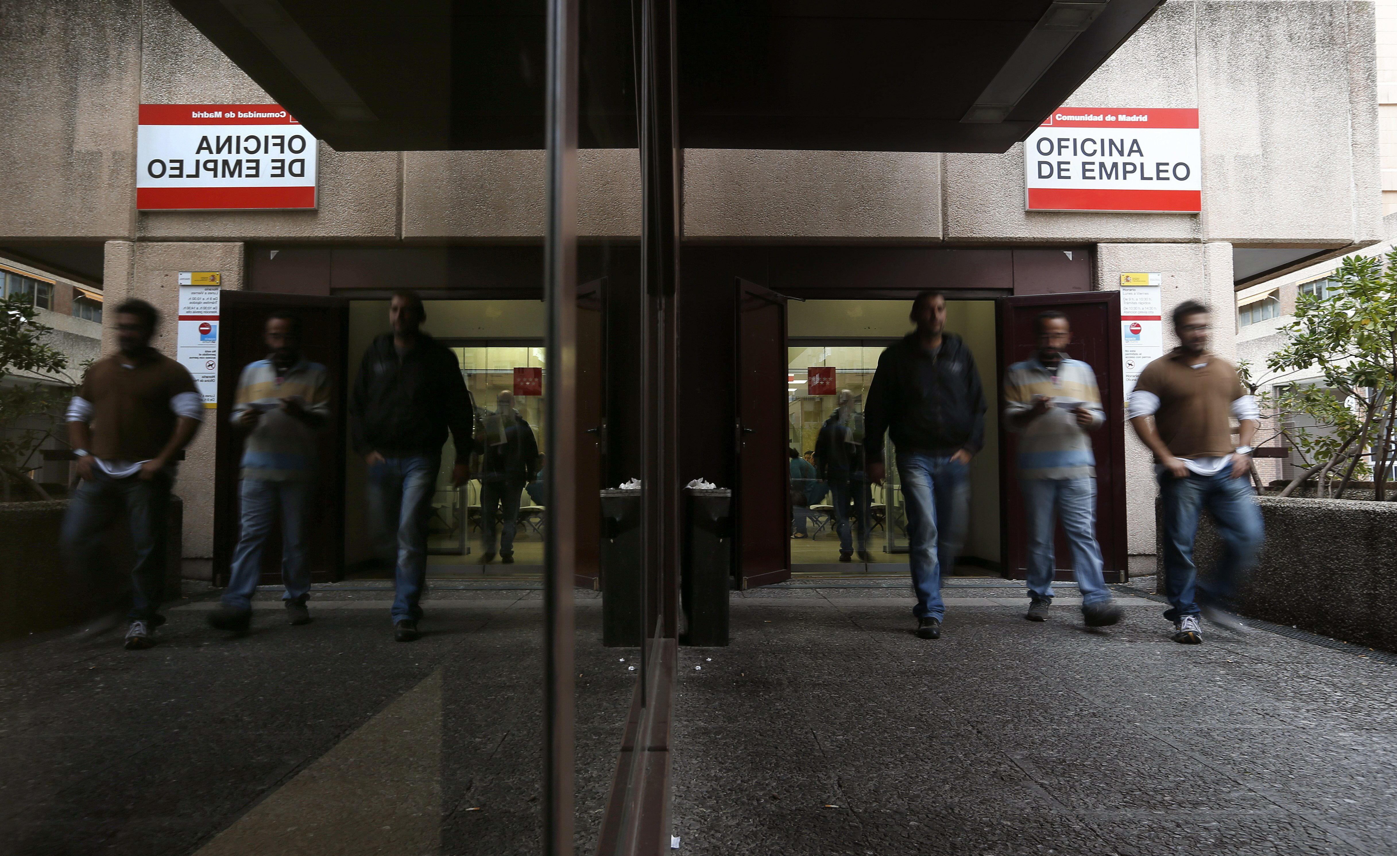 Gobierno patronal y sindicatos buscan acotar la for Oficina empleo vigo