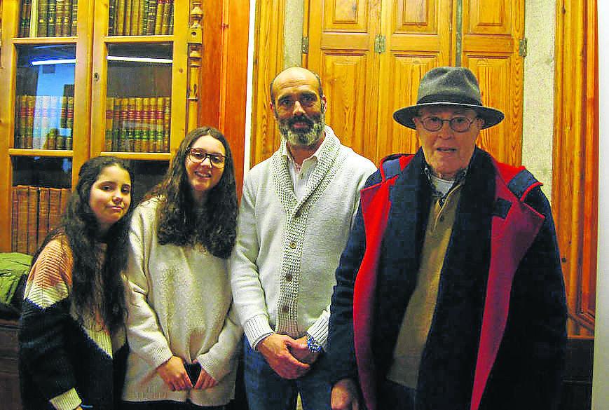 Manuel Díaz-Mella, y su hijo del mismo nombre con Jimena y Valentina, las pequeñas de la saga.