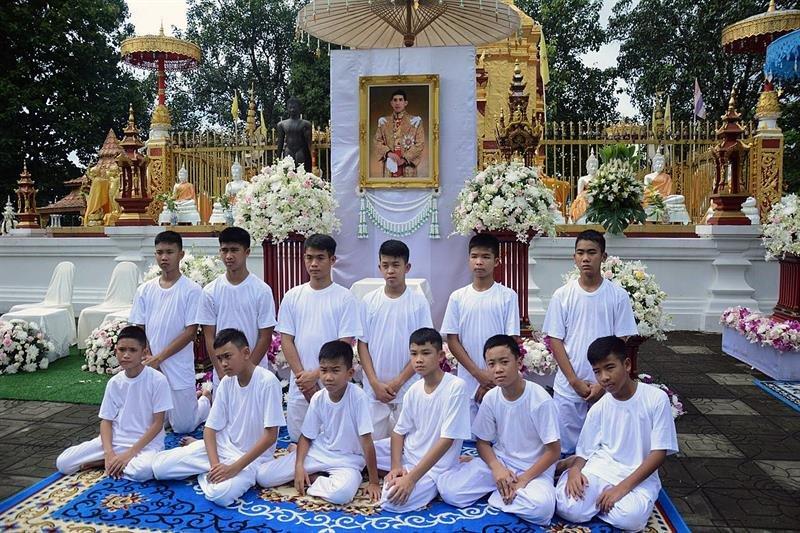 Los chicos de la cueva se ordenarán monjes budistas - Mundo