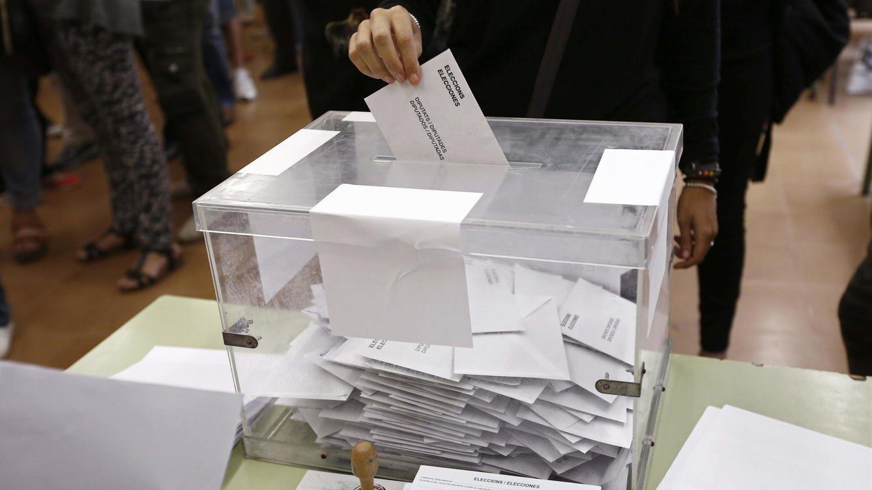 El voto en urna como el resto de españoles, una reclamación de los residentes en el exterior.