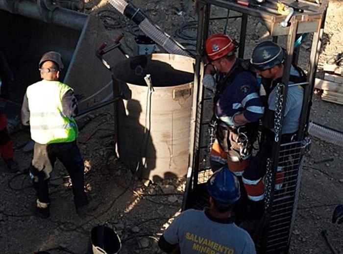 Los mineros reanudan los trabajos para rescatar a Julen tras la ...
