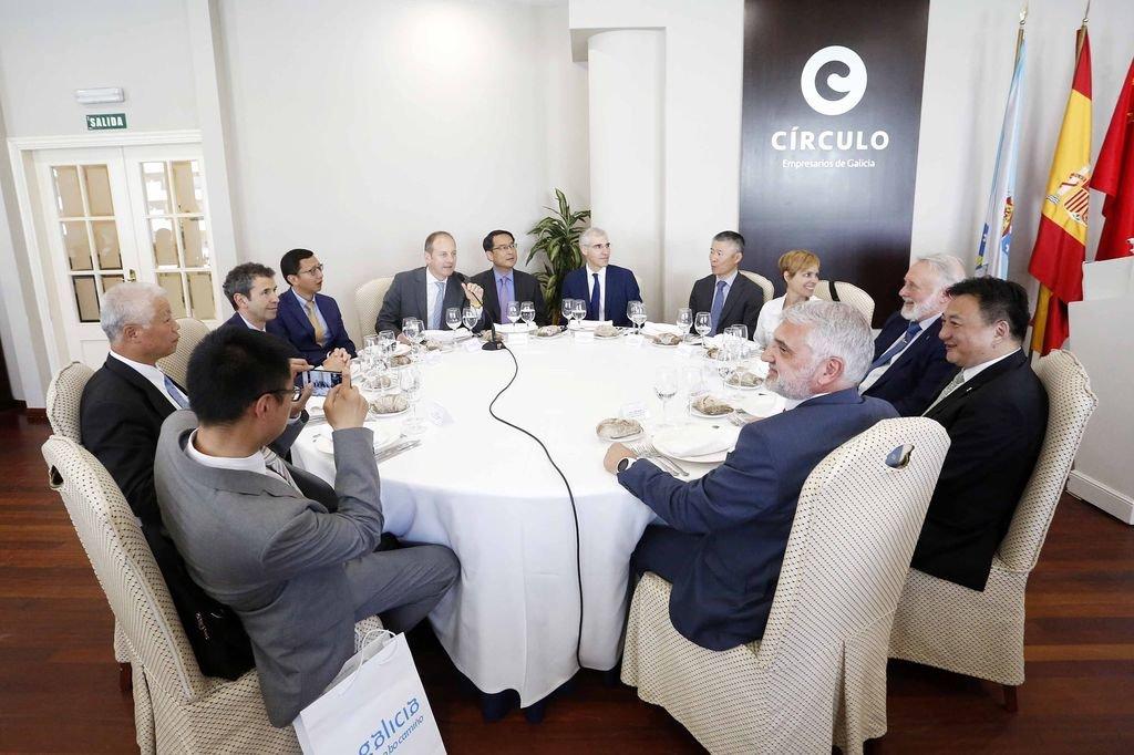 El embajador con el conselleiro de Industria, el director del Igape y empresarios de Citic y Albo.
