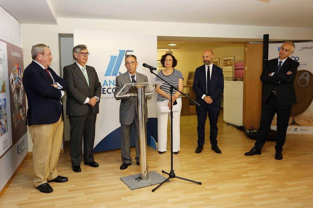 Juan Manuel Cerqueira, Juan Vieites, Tomás Massó, Mercedes Rodríguez y Jaime Aneiros en el acto de inauguración de la muestra.