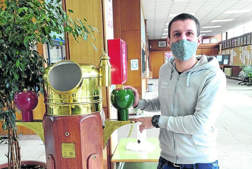 Ventura Mariño, en el Instituto Marítimo Pesquero de Vigo