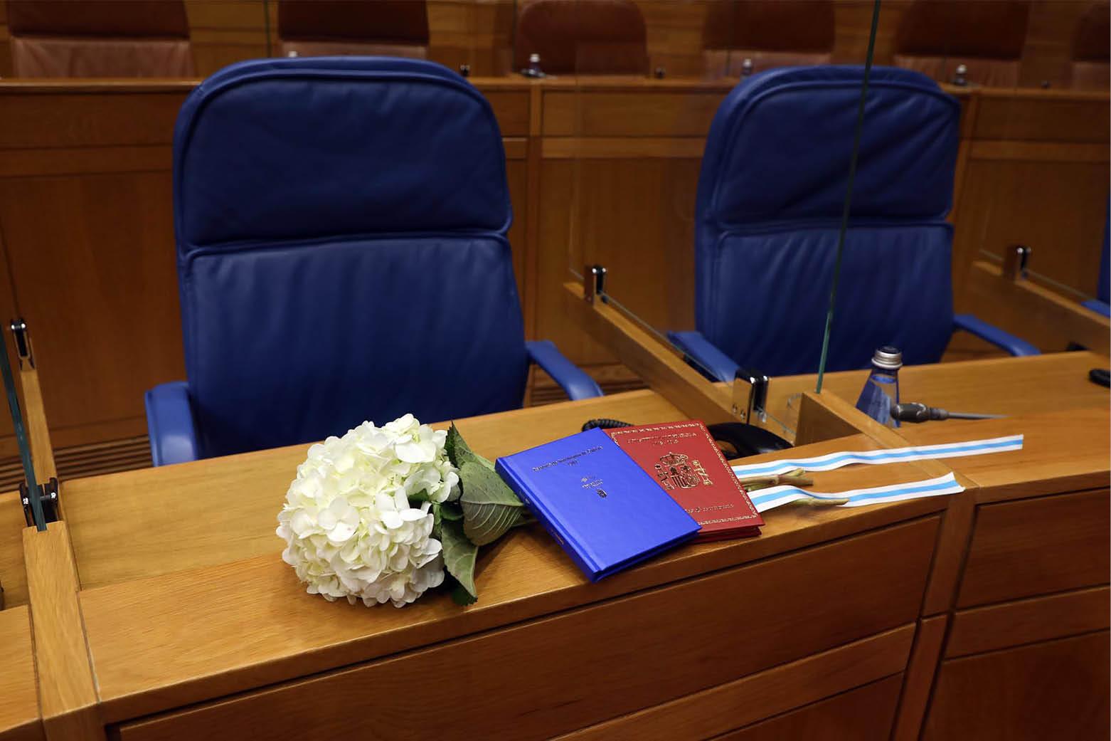 Flores, Estatuto y Constitución en el escaño de Valeriano